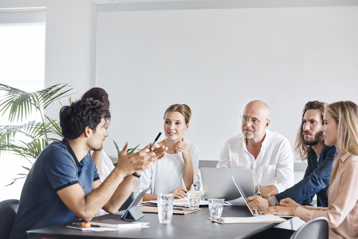 Team som jobber sammen, 5 ting som kjennetegner en god prosjektleder